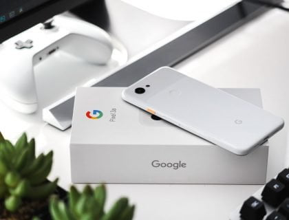 Google Pixel 3a put on its box package