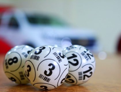 Lotter numbers are printed on white balls