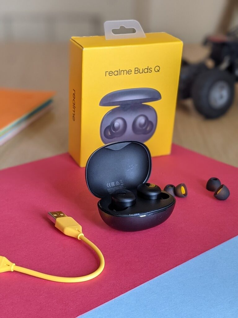 Realme Buds Q with ear tips and box packaging